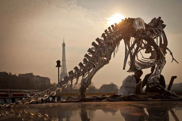 full-scale-t-rex-built-near-the-seine-river-paris-designboom05